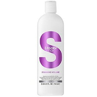 Tigi S-Factor Stunning Volume Conditioner - Кондиционер для объема 750 млКондиционеры для волос<br>Ухаживающая линия S Factor специально разработана для бережного сохранения цвета окрашенных волос. Ухаживающая формула с жожоба, экстрактом крапивы и про-витамином B5 придает ощутимый, упругий объем тонким волосам, не утяжеляя их. Придайте волосам дополнительую плотность и блеск, делая их послушными.Применение:нанесите мягкими массажными движениями на влажные волосы, вспеньте, затем смойте. Избегайте попадания в глаза. При попадании в глаза промойте их водой.Объем:750 мл<br>