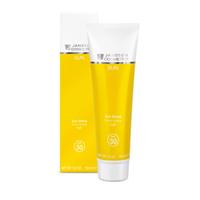 Janssen Sun Secrets Sun Shield SPF 30 - Солнцезащитная эмульсия для лица и тела (SPF-30) 150 млЭмульсии для лица<br>Мощные солнечные фильтры предоставляют оптимальную защиту для чувствительной к солнцу кожи, а инновационный компонент эктоин дополнительно ухаживает за ней. Нежная эмульсия легко распределяется по коже, покрывая ее невидимой защитной пленкой, обеспечивая ровный, постепенный, здоровый загар.Применение:За 30 минут до выхода на солнце нанесите крем на кожу щедрым слоем. Обработайте все участки кожи, не закрытые одеждой. После купания нанесите крем повторно.Объем:150 мл<br>