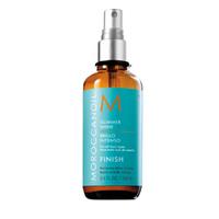 Moroccanoil Glimmer Shine Spray - Спрей для придания волосам мерцающего блеска 100 млУкладочные средства<br>Спрей Moroccanoil покрывает волосы невидимой вуалью мерцающего блеска, а входящее в состав аргановое масло помогает защитить волосы от свободных радикалов и вредного воздействия УФ-излучения. Спрей является идеальным завершающим штрихом укладки, дополнительно укрепляя волосы.Спрей-блеск Moroccanoil Oil Glimmer Shine Spray также выполняет функции кондиционера - усиливает эффективность основного ухаживающего средства - Moroccanoil Oil Treatment: восстанавливает сильно поврежденные волосы, делая их послушными; при продолжительном уходе возвращает естественный вид и природный блеск (даже безжизненным волосам) сияние и мягкость.Применение: Распылите средство на чистые, сухие волосы с расстояния 25-30 см.Объём: 100 мл<br>