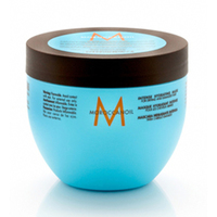 Moroccanoil Intense Hydrating Mask - Интенсивно увлажняющая маска для поврежденных волос 500 млМаски для волос<br>Интенсивно увлажняющая маска для поврежденных волос обеспечивает интенсивный уход за ослабленными волосами. Помогает улучшить состояние волос и преобразить их всего в течении 5-7 минут, обеспечивая великолепный результат. Также маска предназначенная для поврежденных или пересушенных волос, восстанавливает структуру волоса, способствует удержанию в нем влаги, помогает вернуть волосам жизненную силу, здоровый и ухоженный вид.При постоянном применении маски волос становится устойчивее к агрессивной среде. Маска возвращает волосам эластичность и блеск, защищает их от вредных агрессивных факторов окружающей среды. Прекрасное восстановления за счет марокканского масла, витамина Е, аминокислот, и органических веществ так необходимых вашим волосам.Применение: Маску следует наносить на влажные волосы: на корни волос и кожу головы массирующими движениями, и затем распределить по всей длине. Выдержать 10 минут, затем смыть водой. После этого можно сразу сделать прическу или оставить волосы сохнуть в свободном состоянии.Объём: 500 мл<br>