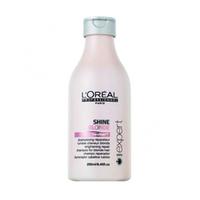 LOreal Professionnel Expert Shine Blonde / Шайн Блонд - Шампунь 250 млШампуни для волос<br>Волосы, которые подверглись окрашиванию или осветлению, нуждаются в особо бережной защите и в восстановлении. Такой уход им способен обеспечить шампунь из серии Shine Blonde, который препятствует появлению жёлтого оттенка и потускнению волос. Кроме того, он защищает волосы от воздействия ряда негативных факторов внешней среды. В состав шампуня входят керамиды, восстанавливающие межклеточное вещество, анти-кальциевые компоненты, защищающие волосы от неблагоприятного воздействия воды, а также активные компоненты, увлажняющие волосы и придающие им блеск. Шампунь очень бережно и мягко очищает волосы, не вымывая красящие пигменты. Средство препятствует потускнению цвета и появлению жёлтого оттенка, дарит волосам сияние и блеск, делает их необычайно послушными и мягкими. Шампунь Shine Blonde обеспечит вашим волосам яркий цвет, питание и увлажнение.Объём: 250 мл<br>