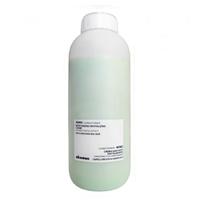 Davines Essential Haircare MoMo Moisturizing revitalizing creme - Увлажняющий оживляющий крем-кондиционер 1000 млКондиционеры для волос<br>Средство применяется для дополнительного питания и увлажнения обезвоженных и сухих волос. Пантенол (витамин В5), ризобиановая смола, масло семян чертополоха глубоко увлажняют волосы, масло жожоба придаёт им гладкость и шелковистость.Порядок применения: равномерно нанести кондиционер на волосы, затем тщательно промыть волосы.Объём: 1000 мл<br>