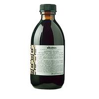 Davines Alchemic Shampoo for natural and coloured hair (chocolate) - Шампунь «Алхимик» для натуральных и окрашенных волос (шоколад) 280 млШампуни для волос<br>Шампунь разработан для волос чёрных и тёмно-коричневых оттенков. Он бережно очищает, питает и одновременно усиливает блеск и яркость волос. В состав шампуня входят молочные протеины, ухаживающие и увлажняющие компоненты и витамины, которые поддерживают здоровье и естественную красоту волос. Шоколадный кондиционер «Alchemic» повышает эффективность шампуня.Порядок применения: необходимо массажными движениями нанести на увлажнённые волосы, затем смыть пену водой.Объём: 280 мл<br>