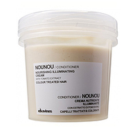 Davines Essential Haircare NouNou Nourishing Illuminating Cream - Питательный кондиционер 75 млКондиционеры для волос<br>Питательный кондиционер предназначен для питания окрашенных и повреждённых волос. Входящий в состав витамин F обеспечивает защиту цвета окрашенным волосам, восстанавливает химически поврежденные, обесцвеченные волосы. Эластичность, блеск придают локонам такие компоненты, как гидрокератин и масло миндаля, а ризобиановая смола увлажняет волосы. Экстракт томата защищает волосы от воздействия свободных радикалов, а масло жожоба обладает полирующим и восстанавливающим эффектом.Порядок применения: нанести на увлажнённые волосы, оставить на 5-10 минут, смыть.Объём:75 мл<br>