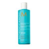 Moroccanoil Moisture Repair Shampoo - Шампунь увлажняющий восстанавливающий 250 млШампуни для волос<br>Восстанавливающий шампунь сделан на основе масла семян марокканского дерева Арганы (Argania Spinosa) - ценнейшего продукта, получаемого на юго-западе Марокко. Шампунь возвращает волосам эластичность и блеск, защищает их от вредных агрессивных факторов окружающей среды. Также шампунь абсолютно нейтрален по своему составу и не портит тона окрашенных волос, бережно сохраняя имеющийся цвет. Его формула не содержит: сульфатов, фосфатов и парабенов.Результат:Использование шампуня вернет Вашим волосам здоровый и ухоженный вид.Применение.Нанести на влажные волосы и нежно помассировать кожу головы. Промыть и повторить по мере необходимости. Для достижения наилучших результатов, используйте также Moroccanoil Moisture Repair Conditioner.Объем:250ml.<br>