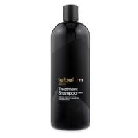 Label.M Cleanse Treatment Shampoo - Шампунь Активный Уход 1000млШампуни для волос<br>Легкий ежедневный уход за окрашенными волосами и волосами после химической обработки. Протеины сои и овса укрепляют волосы, не перегружая их. Пантенол, биотин и аминокислоты пшеницы увлажняют и придают блеск. Эксклюзивный комплекс Enviroshield защищает волосы от термического воздействия во время укладки и от УФ лучей.Применение: нанести на влажные волосы, массировать до появления густой пены. Смыть, при необходимости повторить.Объем: 1000 мл<br>