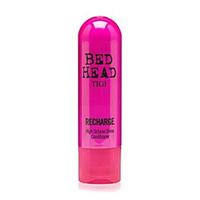 TIGI Bed Head Superfuel Recharge Shine Conditioner - Кондиционер-блеск 200 млКондиционеры для волос<br>С кондиционером Superfuel Recharge Shine Conditioner, богатым антиоксидантами и витаминами, вы добьетесь ослепительных результатов! Он интенсивно питает и смягчает волосы, придает текстуру и превосходный блеск. Защищает от вредного действия ультрафиолетового излучения и теплового повреждения при укладке.Состав активных компонентов:- Молочная кислота - помогает восстановить волосы;- Бегентримониум хлорид – придает блеск и смягчает волосы;- Экстракт ягод асаи - источник олеиновой кислоты, которая разглаживает кутикулу и борется с образованием секущихся кончиков;- Пантенол – придает текстуру и блеск;- Подсолнечное масло - обеспечивает естественную УФ и тепловую защиту.Применение: Нанесите на влажные волосы, предварительно помытые шампунем Superfuels Recharge. Через несколько минут хорошо смойте водой.Объём:200 мл<br>