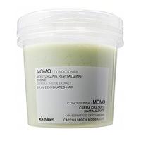 Davines Essential Haircare MoMo Moisturizing revitalizing creme - Увлажняющий оживляющий крем-кондиционер 250 млКондиционеры для волос<br>Средство применяется для дополнительного питания и увлажнения обезвоженных и сухих волос. Пантенол (витамин В5), ризобиановая смола, масло семян чертополоха глубоко увлажняют волосы, масло жожоба придаёт им гладкость и шелковистость.Порядок применения: равномерно нанести кондиционер на волосы, затем тщательно промыть волосы.Объём: 250 мл<br>