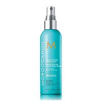 Moroccanoil Heat Styling Protection - Термозащитный спрей 250 млСредства для защиты волос<br>Спрей от бренда «Moroccanoil» - это надежная защита при укладке волос. В момент нанесения средства, на волосах образуется надежная, визуально незаметная вуаль, которая и помогает предупредить разрушение волос в момент воздействия термоприборов (фен, щипцы,утюжок). Дополнительные функции спрея – легкий фиксирующий эффект + продление стойкости цвета окрашенных волос.Способ применения:Разделить сухие волосы на небольшие пряди и до начала использования любого горячего инструмента попрядно распылить спрей с расстояния в 20–25 см. Перед сушкой волос феном сначала нанести восстанавливающее средство Moroccanoil Treatment, а затем распылить термозащитный спрей Heat Styling Protection на подсушенные полотенцем волосы для дополнительной защиты и блеска.Объем: 250 мл<br>