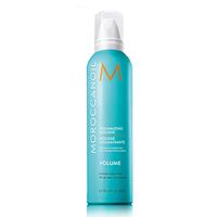 Moroccanoil Volumizing Mousse - Мусс для объема 250 млУкладочные средства<br>Для тонких и нормальных волос.Мусс средней фиксации Moroccanoil создаёт объем, обеспечивая гибкую долговременную укладку, не склеивая волосы. Причёска отлично держит форму и надолго сохраняет требуемый объем. Богатое антиоксидантами аргановое масло и кондиционирующие вещества, находящееся в муссе Мороканойл, делают волосы блестящими, мягкими и послушными, предотвращая спутывание и придавая волосам гладкость шёлка.Способ применения:Перед применение хорошо встряхнуть флакон и нанести необходимое количество мусса на ладонь. Затем нанести на подсушенные полотенцем волосы, равномерно распределить по всей длине. Высушить волосы с помощью фена.Объем:250 мл<br>