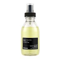 Davines Essential Haircare Ol Oil Absolute beautifying potion - Масло для абсолютной красоты волос 135 млМасла для волос<br>Масло применяется для любого типа волос. Средство покрывает защитной плёнкой каждый волосок, обеспечивая тем самым бережную защиту, не утяжеляет локоны, обладает антиоксидантным эффектом, придаёт волосам блеск и шелковистость. Масло облегчает распутывание и расчёсывание кудрявых волос.В основе средства лежит масло аннатто (Bixa orellana), которое богато бета-каротином. Применение препарата благотворно сказывается на состоянии волос: масло восстанавливает их структуру и стимулирует рост, предохраняет клетки волос от повреждений, а также влияет на увеличение выработки меланина. Эллаговая кислота, также входящая в состав масла, представляет собой эффективный антиоксидант и противоканцерогенное вещество.Порядок применения: средство равномерно распределить по всей длине влажных или сухих волос, высушить. Для разных типов волос требуется разное количество масла: 1 порция (1 нажатие) наносится на тонкие волосы, 2-3 порции (2-3 нажатия) – на средние или толстые волосы.Объём: 135 мл<br>