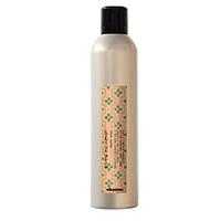 Davines More inside Medium Hold Hair-spray- Лак средней фиксации для эластичного глянцевого стайлинга 100 млУкладочные средства<br>Один из самых любимых продуктов арт-директора Анджело Семинара – это невидимый лак для волос средней фиксации. Его отличительная черта – факторы экстра-увлажнения и супер-эластичности (благодаря трехмерным смолам и их молекулам, которые подчеркивают стайлинг, оставляя волосы живыми и подвижными). Лак создает структуру на волосах, устойчив к влаге и к тому же позволяет изменять укладку без дополнительного нанесения продукта. Мелкодисперсный распылитель гарантирует быстрое высыхание лака на волосах, придавая прядям легкий блеск.Лак наносится на пряди, которые необходимо выделить, с расстояния 30 см.Объем: 400 мл<br>