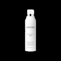 La Biosthetique Curl Care Shampoo - Шампунь для кудрявых и вьющихся волос 250 млШампуни для волос<br>Описание продукта: La Biosthetique Care Shampoo Curl Шампунь для кудрявых и вьющихся волос – новинка среди серии по уходу за кудрявыми волосами. Содержит фиксирующие и увлажняющие комплексы, которые активно восстанавливают структуру волнистых волос, делает их послушными и придает здоровый и красивый блеск. В состав шампуня входят натуральные компоненты, такие как вытяжка из пророщенной пшеницы, которая обеспечивает максимальное восстановление структуры волосины, распрямляет все ее чешуйки, придавая волосам блеск, мягкость и красоту. Влага обеспечивает упругость кудрей на длительное время, что делает прическу идеальной и неповторимой. Благодаря тому, что в составе шампуня находятся восстанавливающие компоненты, волосы сразу же после первого мытья становятся красивыми и шелковистыми. Применяемое средство позволяет волосам быть гладкими, кудрям иметь четкие контуры и не путаться, что значительно облегчает расчесывание. После использования шампуня укладка становится легкой.Применение: Шампунь нанести на руки, распределить его на ладонях, а затем распределить на влажные волосы, массирующими движениями вспенить, а затем смыть теплой водой.Объем: 250 мл<br>